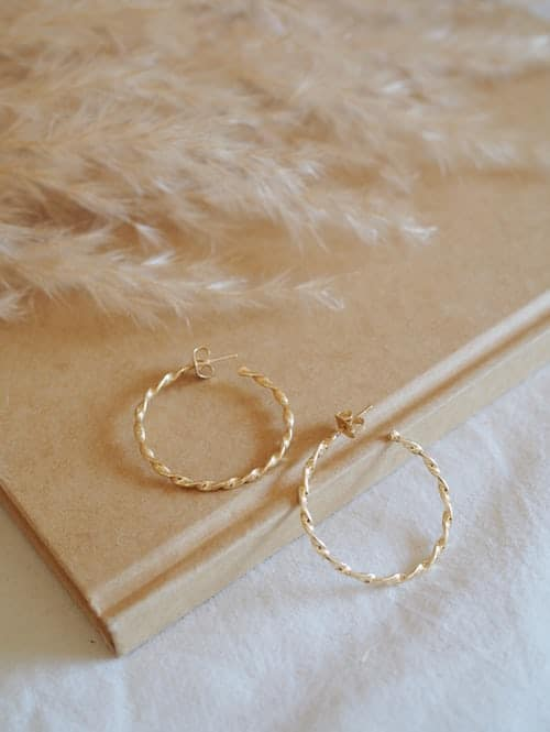 Do You Want To Buy Perfect And Good-Looking Gold Earrings?